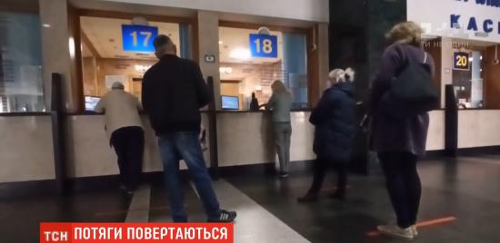 """""""Укрзалізниця"""" відновила продаж квитків: на які зміни чекати, та як працює вокзал у Києві"""