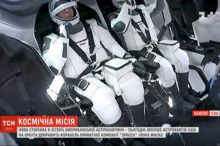 Впервые астронавтов на орбиту доставит корабль частной компании SpaceX Илона Маска