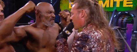 Зірвав футболку та похизувався біцепсами: Майк Тайсон влаштував бійку під час американського шоу