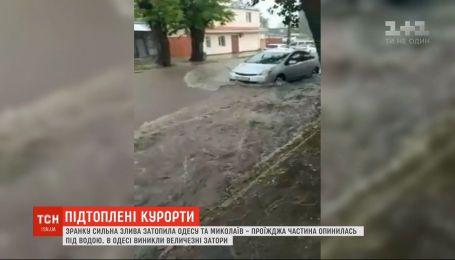 Ливни накрыли юг Украины - в Николаеве и Одессе затопило несколько улиц