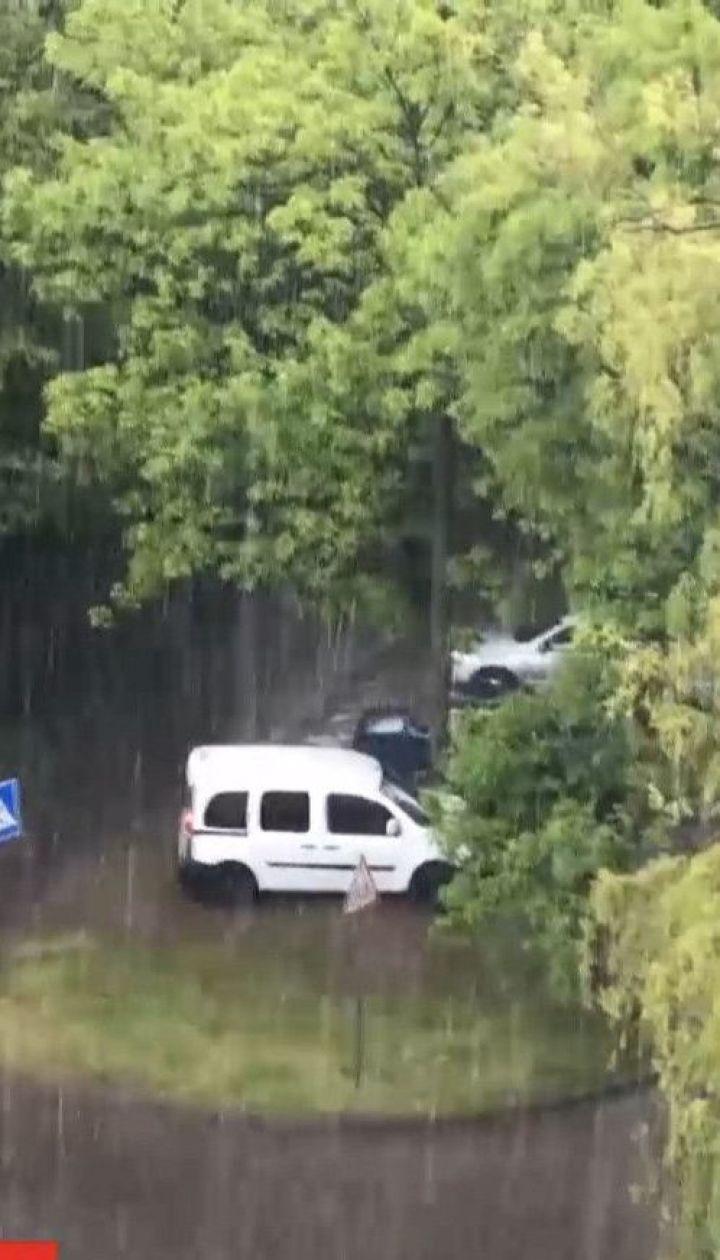 Затоплена Одеса і водяний смерч біля Рівного: Україну накрили зливи, град та буревії