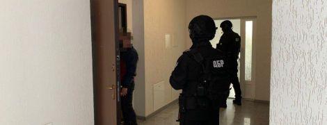 ДБР провело понад 20 обшуків у податковій службі через махінації на 45 мільйонів гривень