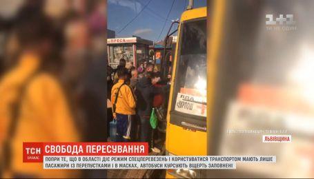 Режим спецперевезень не діє: у Львівській області міжміські маршрутки курсують заповнені вщерть