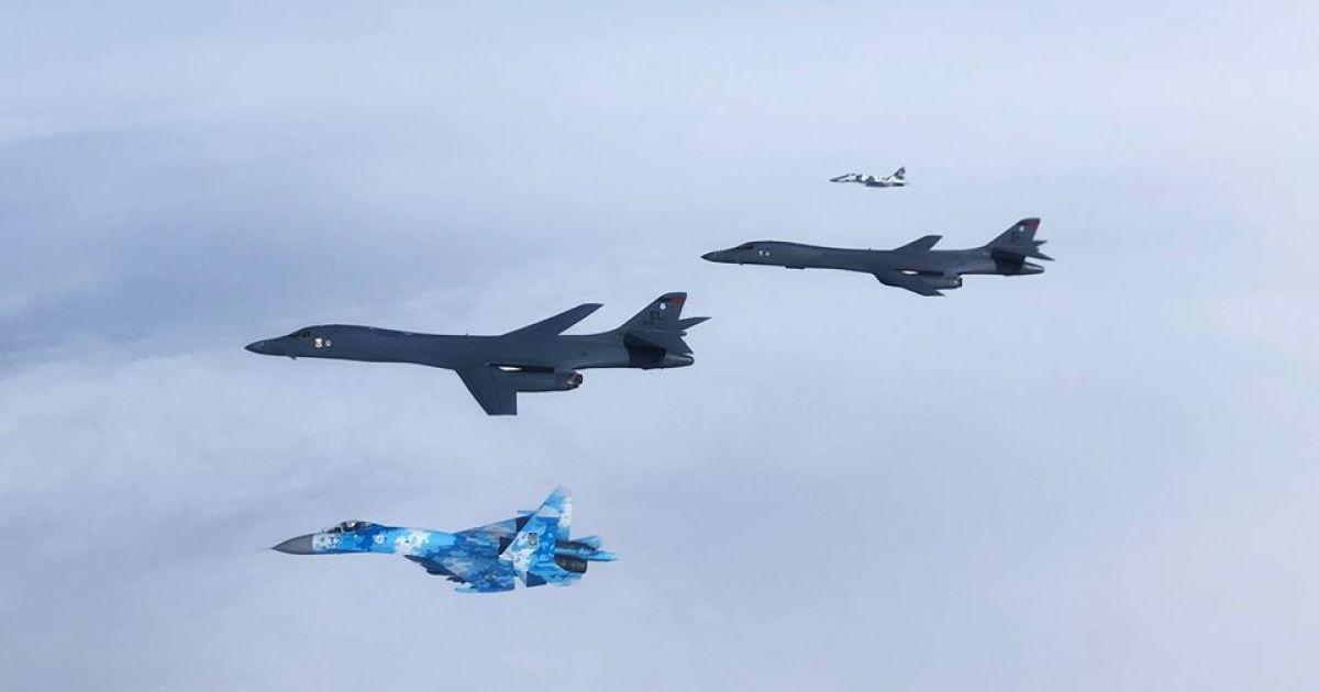 Украинские истребители ибомбардировщики ВВС США провели воздушное патрулирование внебе государства Украины