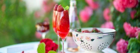 Полуничні коктейлі: два дитячих і дорослий Rossini