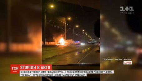 В Харькове водитель устроил аварию и сгорел в машине вместе с пассажиркой