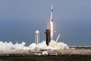 """""""Дракон"""" летить у космос: у США з другої спроби успішно запустили ракету SpaceX із астронавтами NASA"""