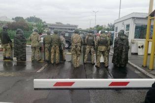 """Коллапс на пограничном пункте """"Тиса"""": венгры разложили палатку для заблокированных украинцев"""