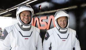 Американські астронавти на Crew Dragon успішно пристикувалися до МКС - відео