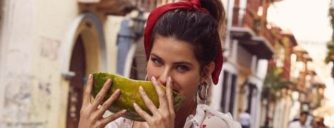 З кавуном і в мінісукні зі шнурівкою: Ізабель Фонтана у кокетливому луці позувала біля фруктової лавки
