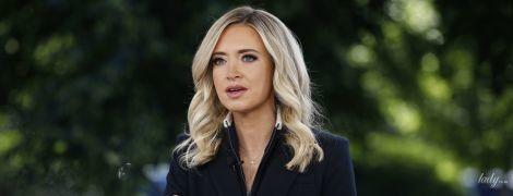 Блондинка у чорному: прессекретарка Білого дому в образі total black дала інтерв'ю