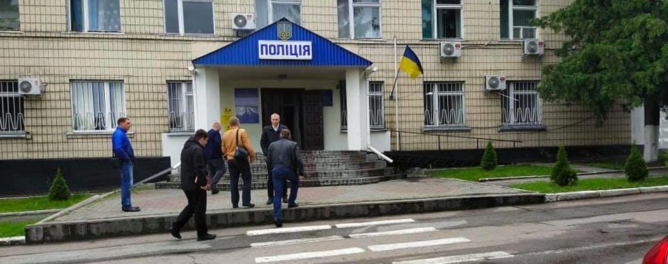 Чергові відділку поліції Кагарлику не записали до журналу особу, яка заходила - адвокат постраждалої