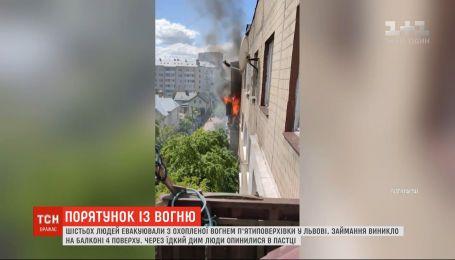 Шістьох людей евакуювали з охопленої вогнем п'ятиповерхівки у Львові