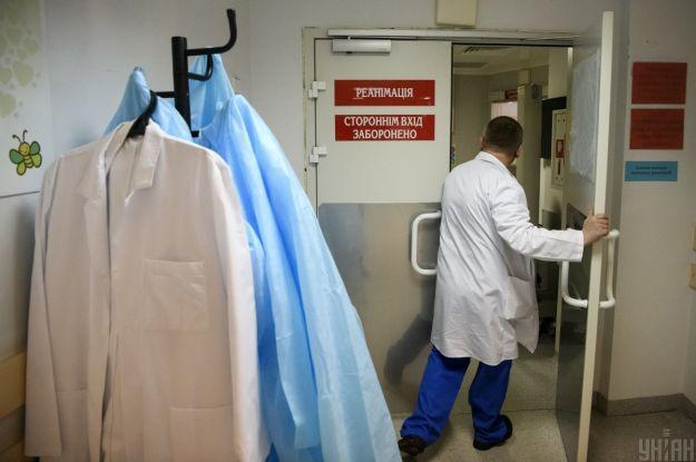 Большой отек пальца: в Запорожье чрезвычайники спасли женщину от ампутации