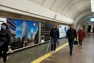 У Києві дві станції метро обладнали тактильними смугами для маломобільних пасажирів