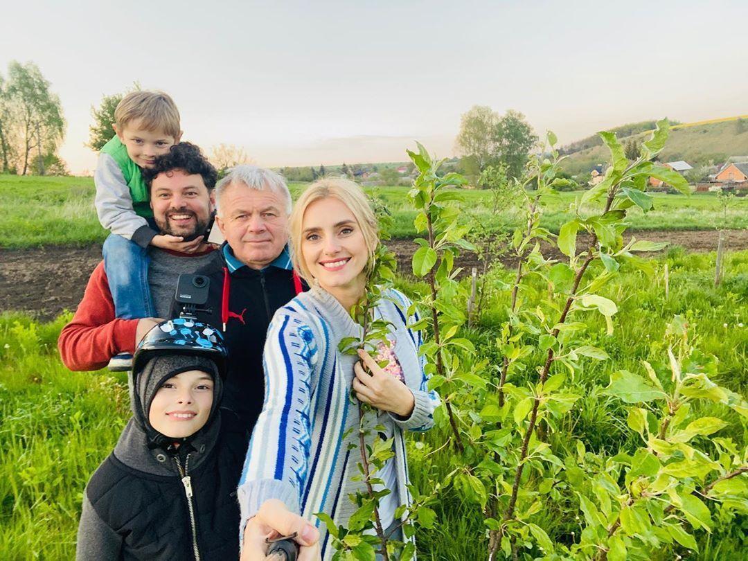 Ірина Федишин з татом, чоловіком та синами
