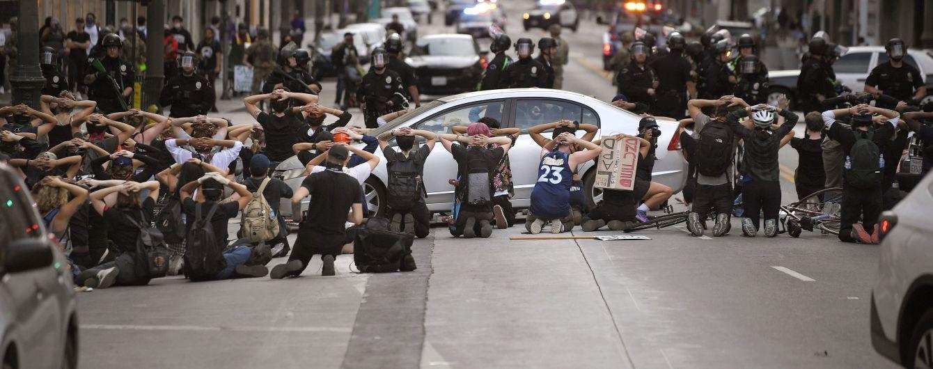 В США обострилось противостояние между демонстрантами и полицией