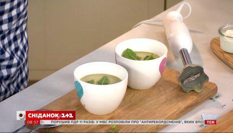 Согреет в холодный летний день – рецепт супа-пюре с кабачками и мятой