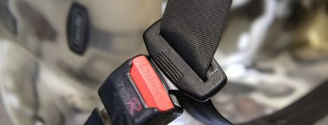 Рада посилила відповідальність для водіїв щодо правил користування ременями безпеки та мотошоломами