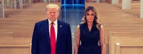 У строгій сукні від Dior і на шпильках: Меланія Трамп сходила до храму
