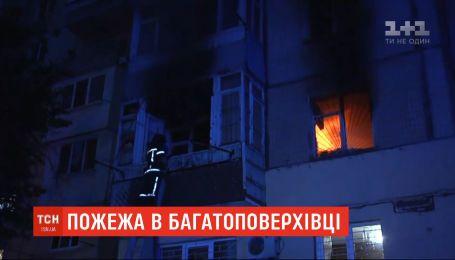 Ночной пожар: в Одессе загорелась квартира многоэтажки