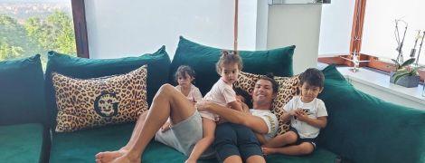 Татусеві дівчатка: Роналду поділився милим фото своїх донечок