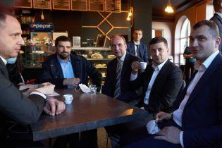 Карантин в Україні: Зеленському загрожує штраф через каву у Хмельницькому
