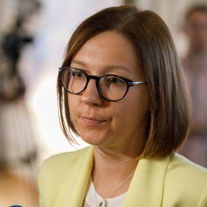 """""""Загальні фрази з Вікіпедії"""". Нардепка розкритикувала Програму діяльності уряду, порівнявши її з """"рефератом"""""""