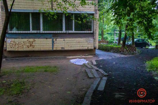 У Дніпрі 65-річна пенсіонерка випала з вікна