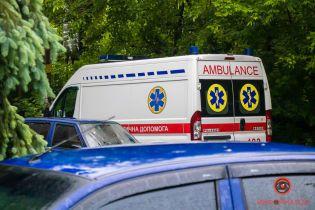 Скандал у Миколаєві: мати інфікованої коронавірусом дівчинки покусала санітарку
