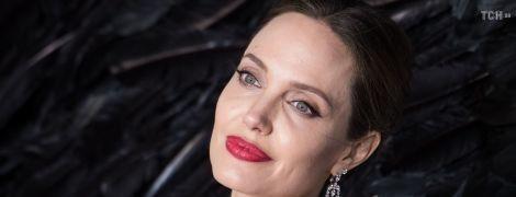 Анджеліні Джолі – 45: найцікавіше з життя зірки у фото