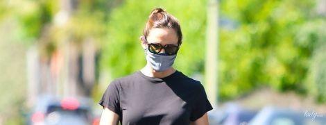 Что-то поправилась: Дженнифер Гарнер в трениках и футболке вышла на прогулку