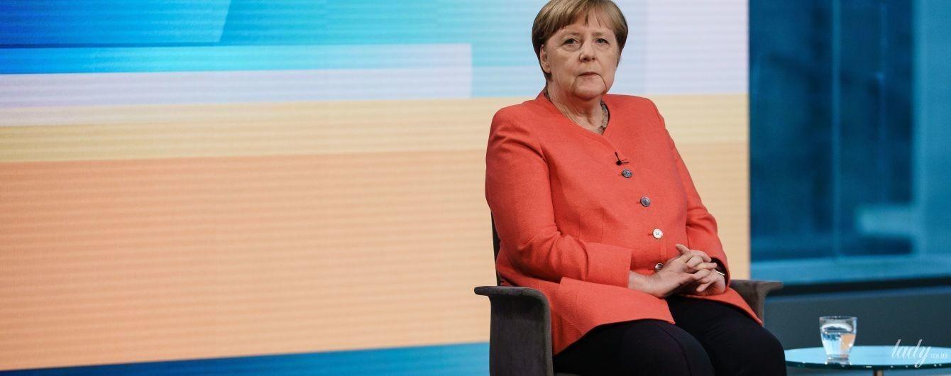 В тренде: Ангела Меркель надела жакет самого модного цвета этого года