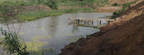 Отошла на 5 минут: на Донбассе 4-летний мальчик утонул в пруду, пока мать зашла в дом