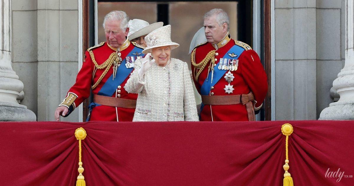 Королева Елизавета II готовится к параду: вспоминаем прошлогоднее торжество ко дню рождения монарха