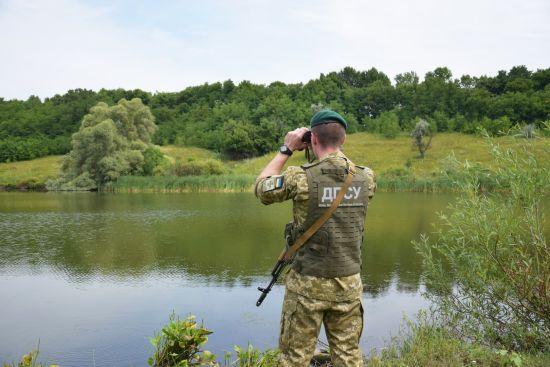 Течія несла до Угорщини: прикордонники врятували українця, який стрибнув у річку та втратив свідомість
