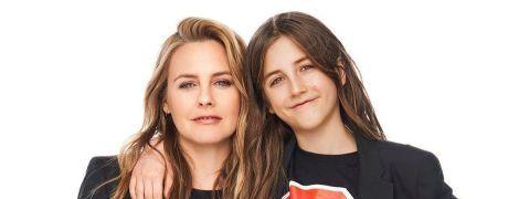 Алисия Сильверстоун призналась, что принимает ванну вместе со своим 9-летним сыном