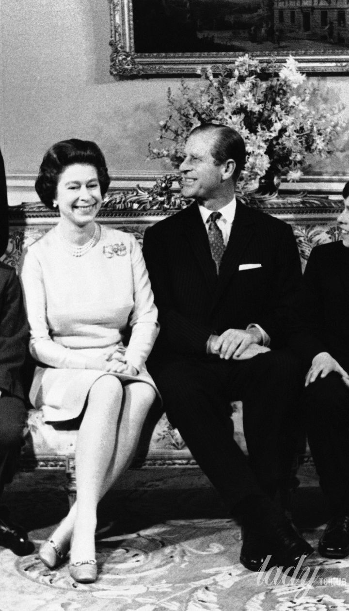 Принц Филипп и королева Елизавета II с детьми