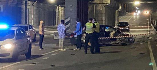 У Києві на проспекті Перемоги сталася смертельна ДТП: пасажир вилетів з автомобіля