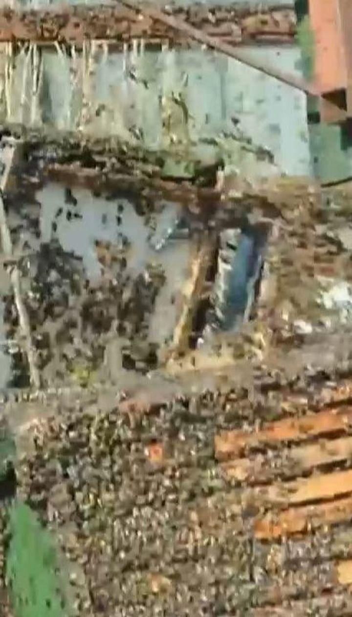 В Угорщині перекинулася вантажівка з вуликами: десятки тисяч бджіл заполонили дорогу