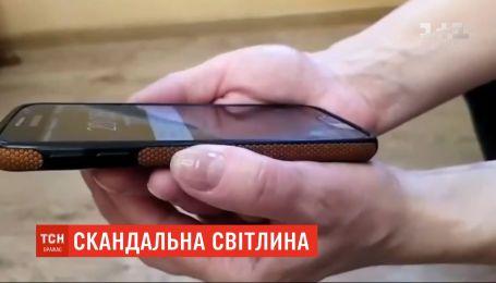 У Житомирській області суд оштрафував вчительку, яка виклала оголене фото у Viber-групі