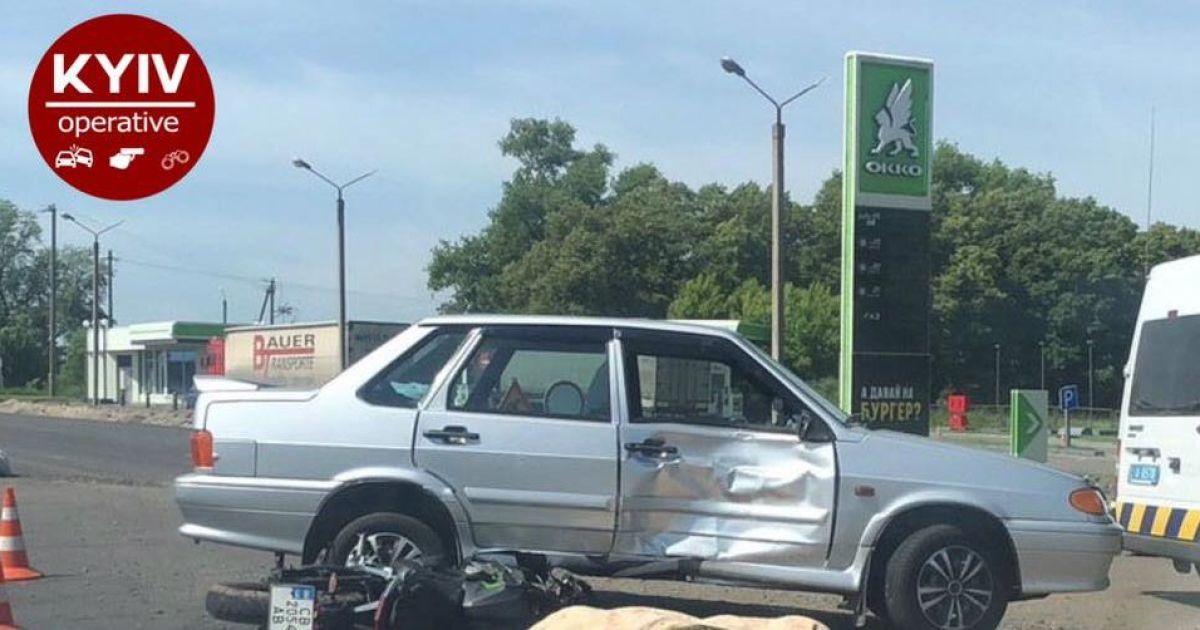 На трасі Київ-Чернігів мотоцикліст влетів у Lada та загинув на місці