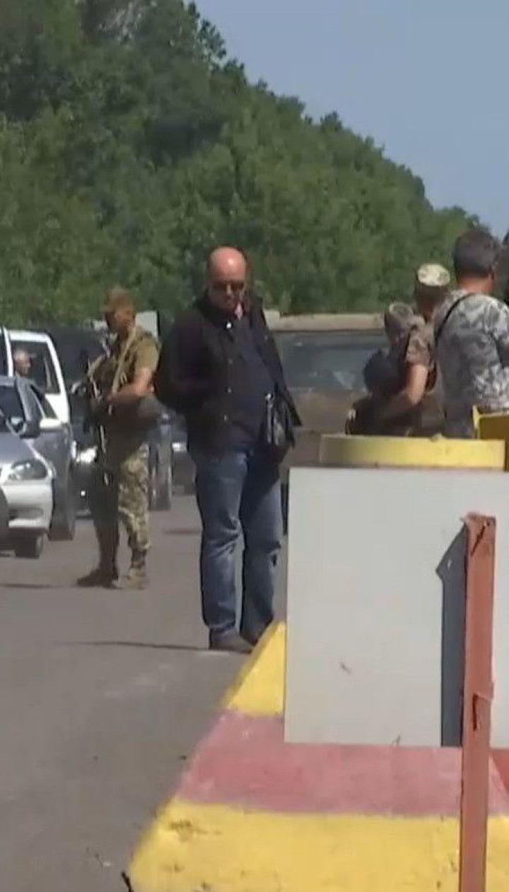 На Донбасі відкривають пункти пропуску з новими карантинними обмеженнями