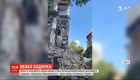 Внаслідок обвалу будинку в Одесі щонайменше одна людина постраждала