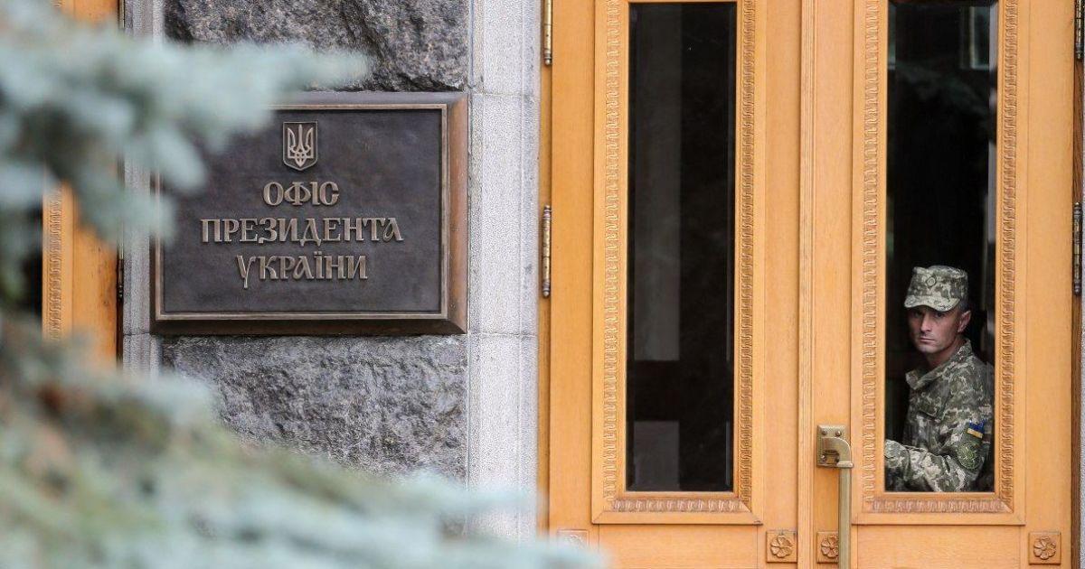 Поліція Києва відкрила справу через банер з антисемітськими висловлюваннями біля Офісу президента