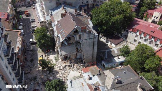 Обвал житлового будинку в Одесі: рятувальники вивезли 13 вантажівок із залишками будинку