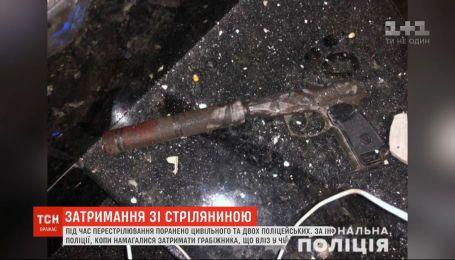 В Черновцах ночью произошла перестрелка полицейских и гражданского - трое ранены