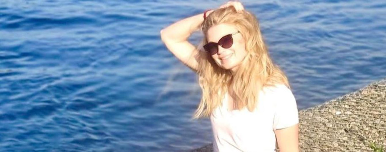 В мини-шортах и очках: Лидия Таран отдохнула у реки