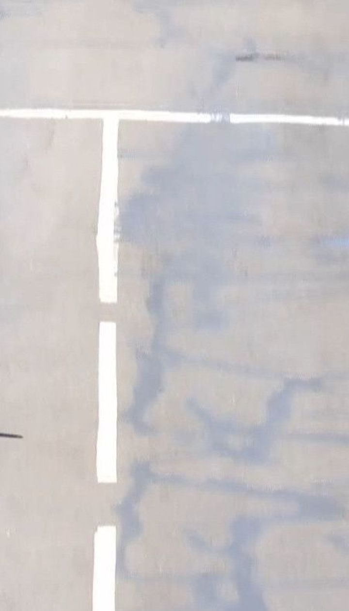Липкие дороги: в Одессе из-за жары и некачественного ремонта поплавилось дорожное покрытие