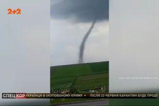 Західною Україною пройшовся велетенський торнадо